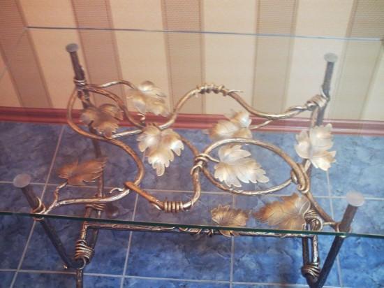 Столик кованый со стеклом 10